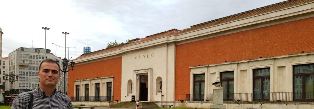 Aitor Delgado in front Bilbao Fine Arts Museum